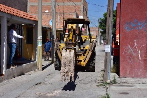 Alcalde de Soledad arrancó la construcción del andador Tamuín en la Colonia San Felipe