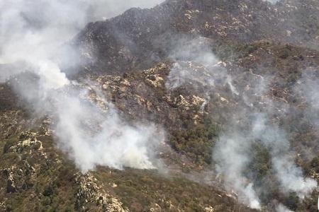 La lucha contra el fuego, por la Sierra de San Miguelito  [Crónica]