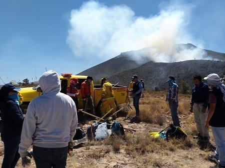 """Personal de Protección Civil de Soledad, intensifica labores para combatir el fuego en el Cerro """"La Reposa"""""""