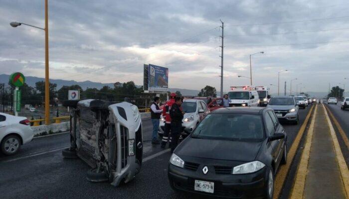 Policía Vial de Soledad, atiende accidente en Carr a Rioverde y detiene a conductor causante.