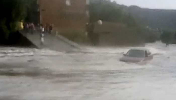 Crecida de río en Zaragoza, inunda el centro de ese municipio