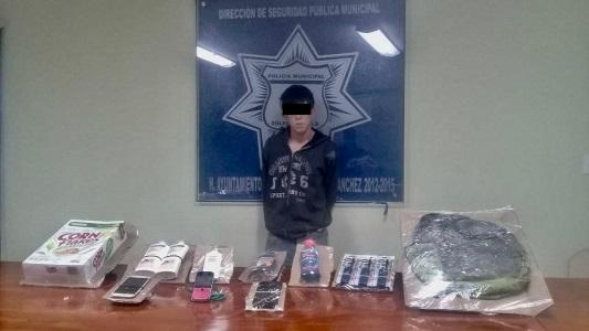 Policías de Soledad, detienen a sujeto que presuntamente robó mercancía de una tienda