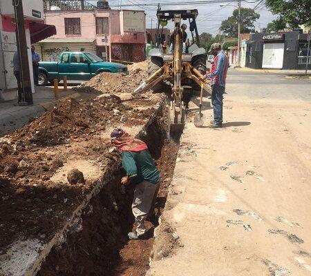 Interapas continúa con la reposición de redes de drenaje sanitario en la colonia Jacarandas