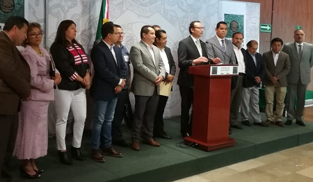 Asiste Xavier Nava Palacios a reunión de asociaciones de alcaldes