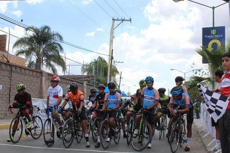 Nutrida participación tuvo la carrera ciclista FEREPO 2019, la cual contó con el apoyo de Deporte Municipal