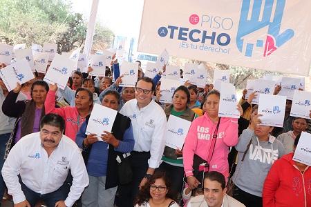 """Entrega XNP, 290 apoyos de """"De Piso a Techo, ¡Es Tu Derecho!"""""""