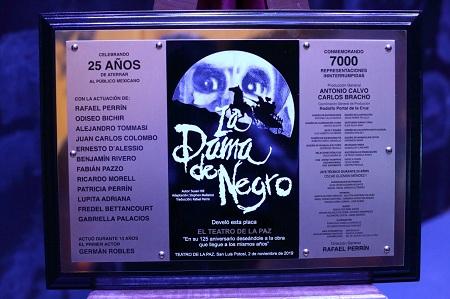 """Celebraron 25 años de """"La dama de negro"""" en el Teatro de la Paz"""