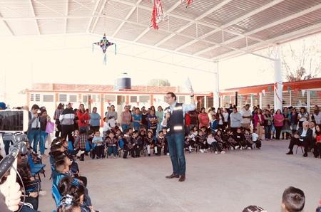 Entrega Xavier Nava techado escolar en col. Tercera Chica